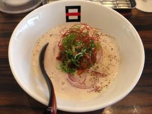 牛テールと豆乳のスープのラーメン